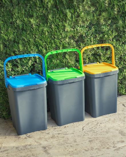 tre pattumiere per la differenziata Ecoplast